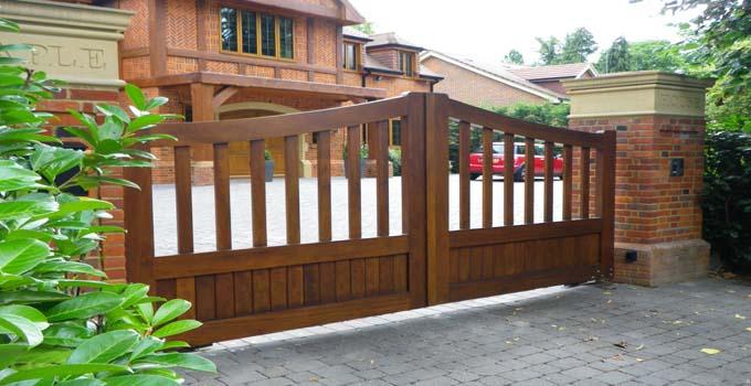 别墅大门多采用哪些优质的实木材料