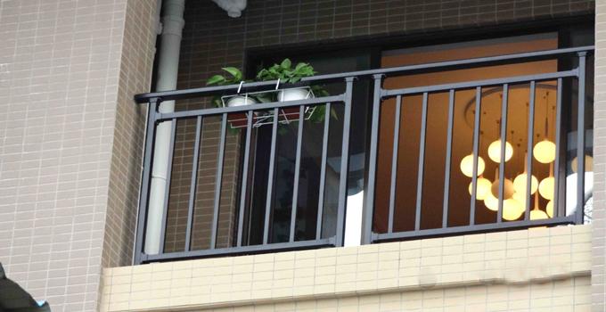 阳台护栏选择与安装