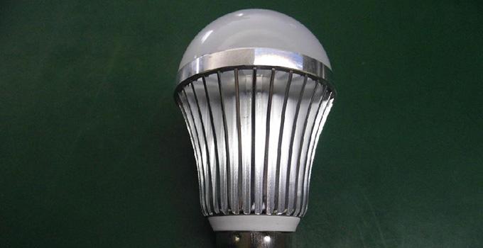 声控灯是一种声控电子照明装置,由音频放大器,选频电路,延时开启
