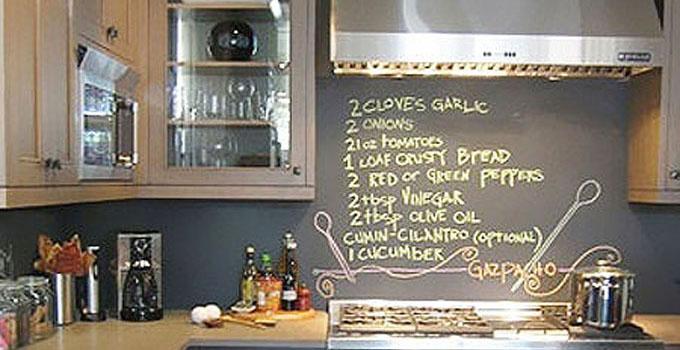 厨房被黑板涂鸦墙承包了,意想不到的新世界