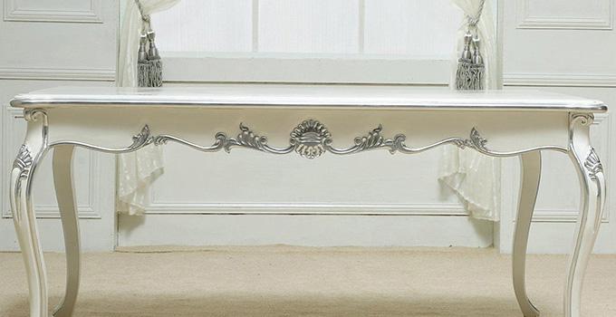 白色松木家具