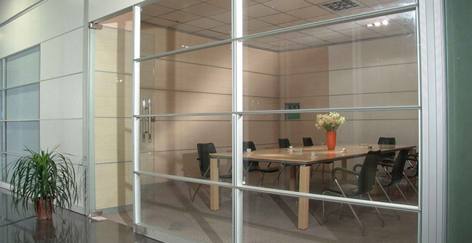 你猜,现在市面上的玻璃隔断墙价格都啥样了?