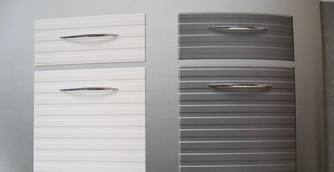 新型橱柜门板材料哪种好,PET板材OR poly晶钻板?