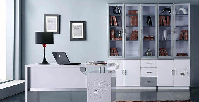2,定制书柜层板    标准的书柜层板为18mm的中纤板,标准的60cm宽柜