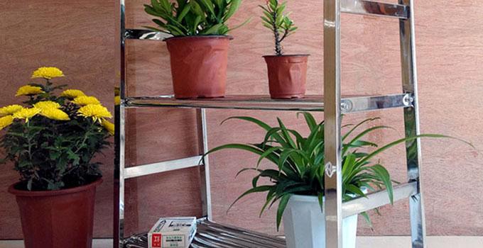 怎样挑选不锈钢阳台花架?