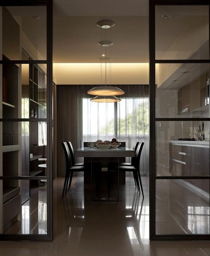 玻璃门窗安装有哪些注意事项?玻璃隔断墙如何选购?