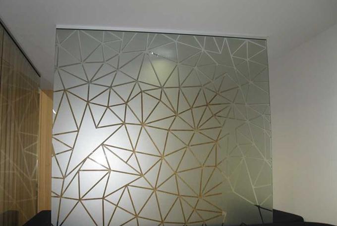 磨砂玻璃屏风隔断的价格高吗?价有所值吗?