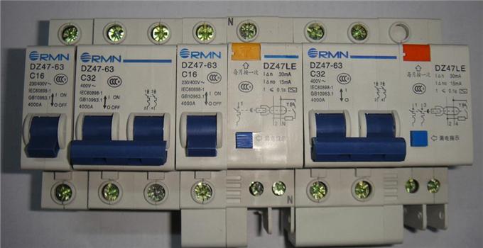 公式中idz为漏电断路器动作电流,isj为电路中的最大电流.