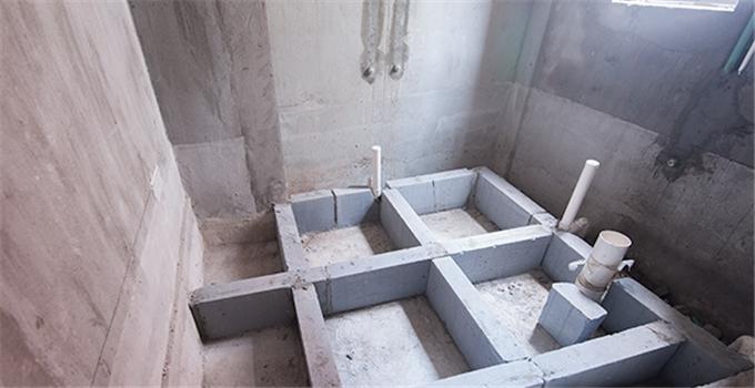 一、下沉式卫生间优点: 下沉式卫生间优点1、便于卫生间的排水布置,在本层作业,不涉及楼下。 下沉式卫生间优点2、降低卫生间噪音。 下沉式卫生间优点3、顶面平整,没有排水管道。