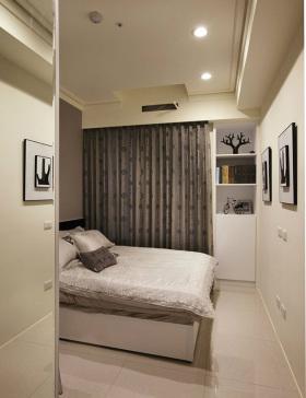 白色现代卧室窗帘图片