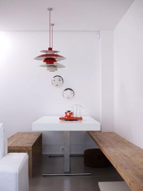 白色原木极简餐厅