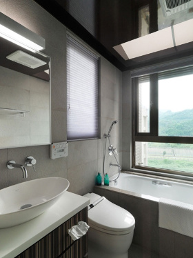 白色简约卫生间浴室柜装修图