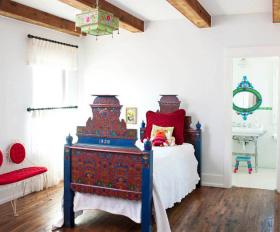 彩色混搭儿童房吊顶设计