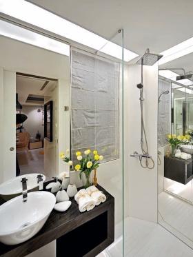 白色现代卫生间浴室柜设计