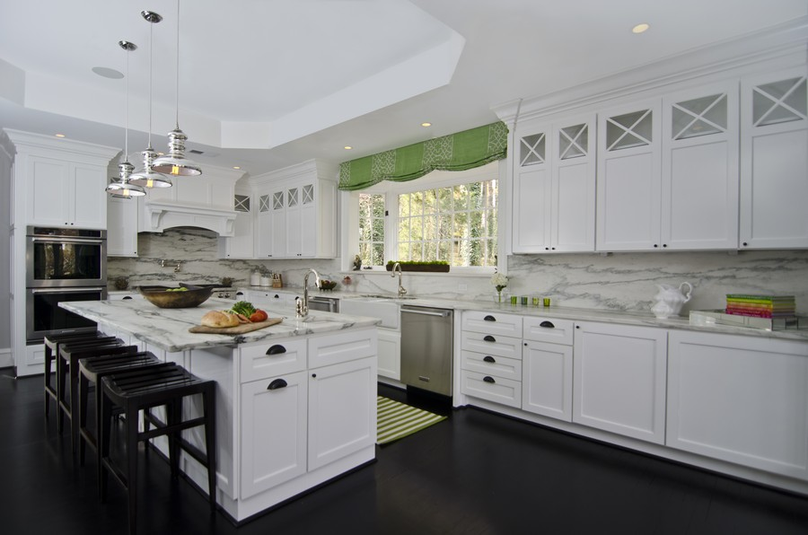 欧式吧台厨房欣赏-兔狗装修效果图