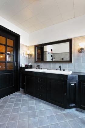 黑色美式卫生间浴室柜设计