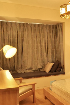 暖色调混搭风卧室飘窗设计