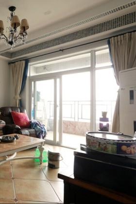 简约设计客厅窗帘图