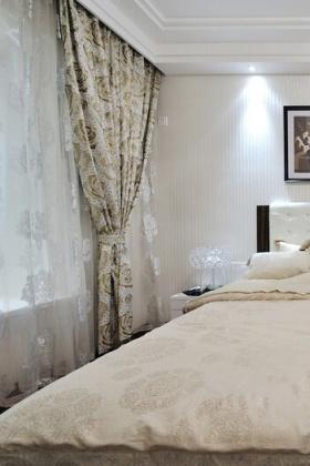 简约卧室窗帘布置