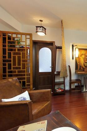 原木中式玄关装修图片