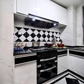 现代简约黑白厨房设计