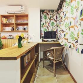 现代简约实木书房装潢案例