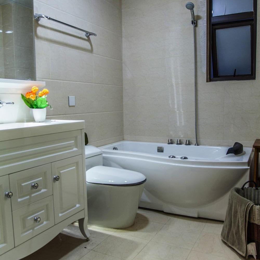 欧式简约白色卫生间设计装潢案例