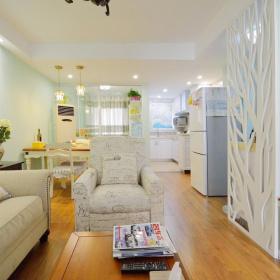 休闲美式客厅隔断装潢案例