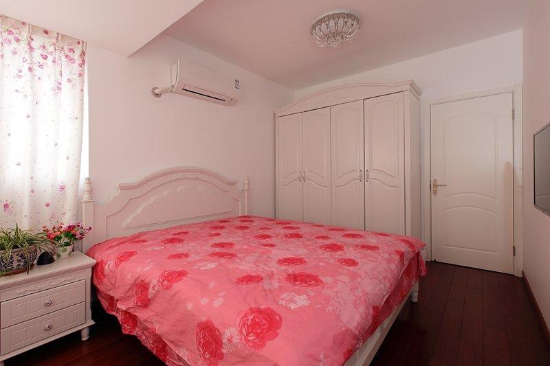 粉色欧式碎花儿童房装饰设计