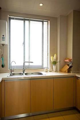简约绿色厨房装修效果图