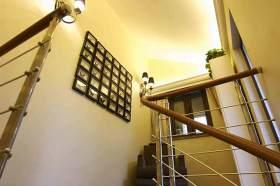 简欧楼梯一角装修设计图