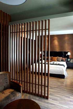 新古典原木镂空卧室隔断设计欣赏