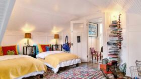 混搭风格多彩温馨卧室设计效果图