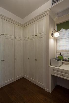 白色美式实用衣柜效果图欣赏