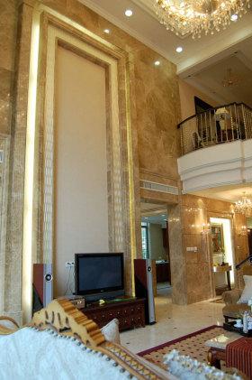黄色欧式风格客厅背景墙装修