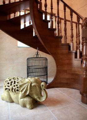 中式风格个性红色楼梯装饰案例