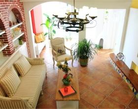 红色东南亚风格客厅沙发装修设计