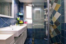 美式蓝色卫生间装修效果图