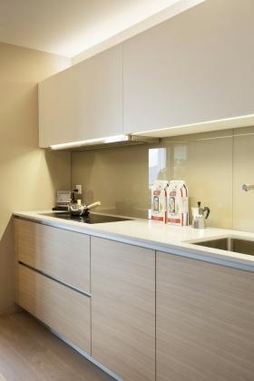 米色现代风格厨房橱柜装修布置