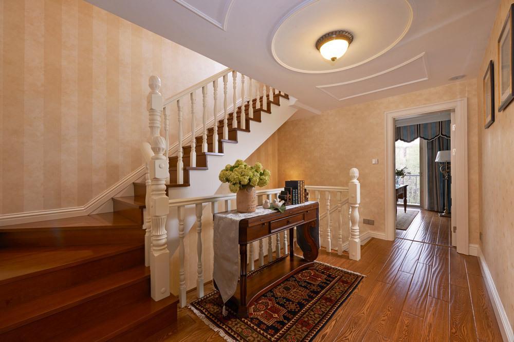 米色欧式风格楼梯装修设计