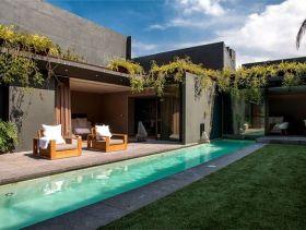 绿色现代风格别墅泳池图片欣赏