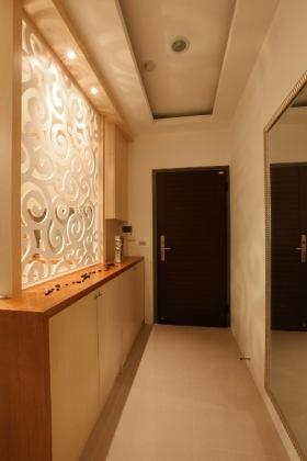 黄色优雅现代风格玄关装修设计