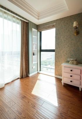 现代风格窗帘装饰设计图片