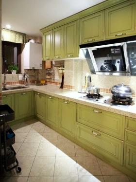 绿色清新简欧风厨房图片欣赏