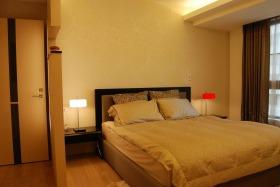 黄色简约风格卧室隔断装修布置