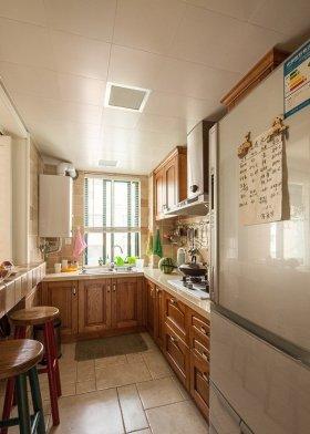 原木色美式风格厨房装修设计案例