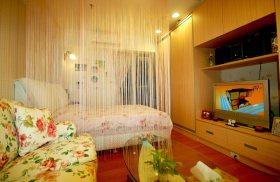 橙色田园风格卧室珠帘隔断设计
