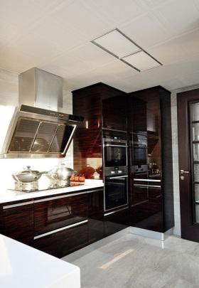 现代风格红色质感厨房装修图片