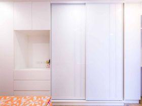 现代风格白色素雅衣柜装饰案例