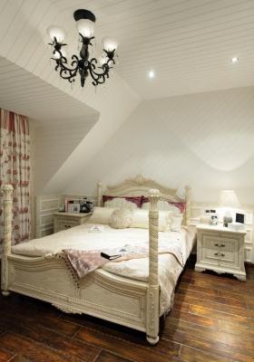 米色欧式风格阁楼做卧室设计装潢